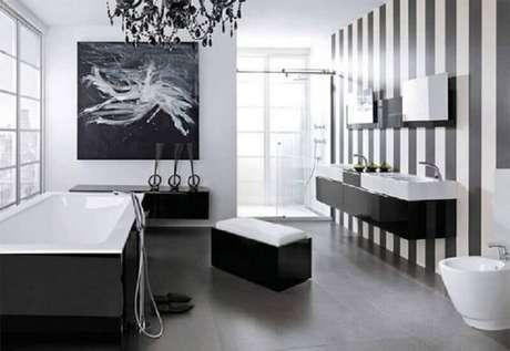 1. Saiba como compor a decoração de um banheiro preto e branco