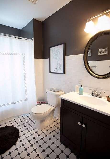 41. Banheiro preto e branco com parede pintada