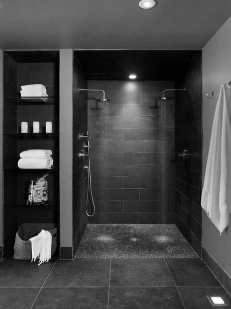 3. Geralmente o banheiro preto é bem luxuoso.