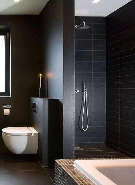 16. Banheiros pretos costumam ser bem luxuosos