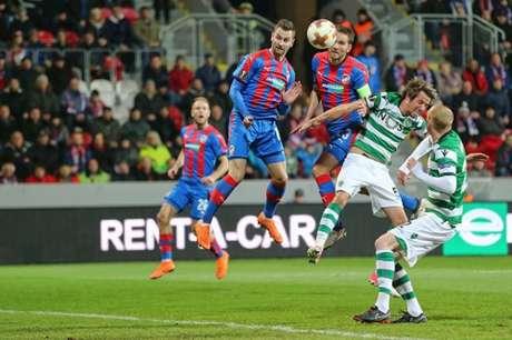 Sporting perde para o Plzen, mas avança na Liga Europa (Foto: Reprodução / Twitter)