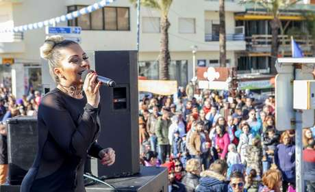 A cantora faz um funk familiar, bem diferente do polêmico estilo proibidão