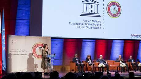'O que se defende é a aprendizagem ativa, na qual o estudante tem de botar a mão na massa, experimentar', diz Dellagnelo, acima no Prêmio Unesco | Foto: Unesco