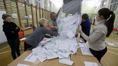 Grupos e oposicionistas denunciaram irregularidades, mas comissão eleitoral diz não ter identificado violações