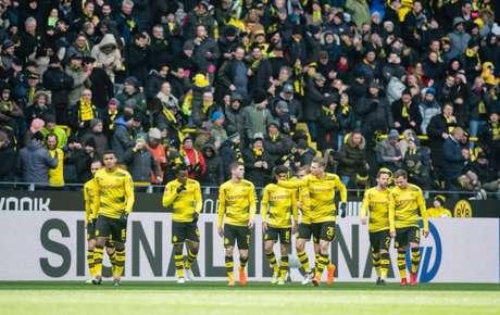 Jogadores do Dortmund comemoram vitória sobre o Hannover 96 (Foto: Divulgação)