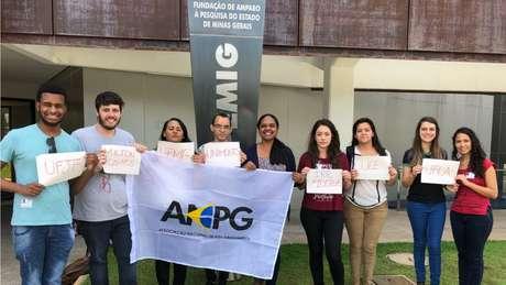 Membros da Associação Nacional dos Pós-Graduandos fizeram reuniões para cobrar regularização dos pagamentos | Foto: Divulgação