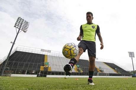 Após cirurgia, João Paulo agradece mensagens de apoio em rede social — Botafogo