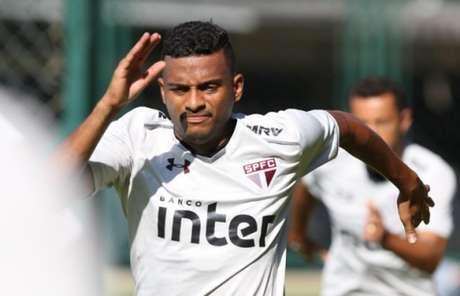 O lateral Reinaldo pode até pintar como titular do Tricolor na noite da próxima terça (Rubens Chiri/saopaulofc.net)