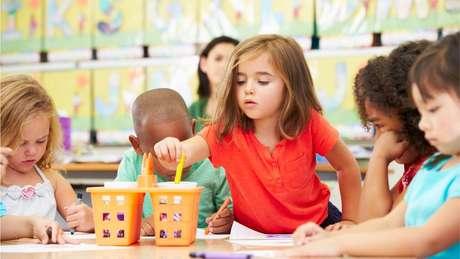 Marcas disfarçam campanhas publicitárias de projetos educativos para entrar em escolas