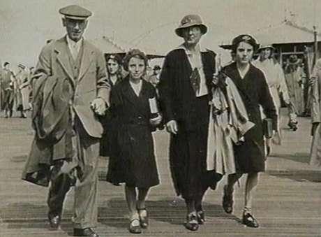 Família Dodd em uma viagem para Worthing na época em que eles encontraram o bebê | Foto: Jane Dodd