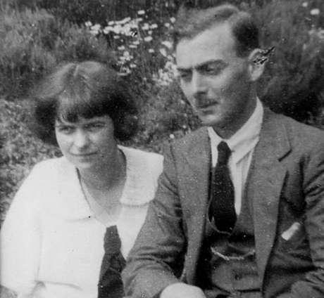 Os pais adotivos de Anthea, Margaret e Douglas Shannan - ela era bem próxima do pai | Foto: Arquivo Pessoal