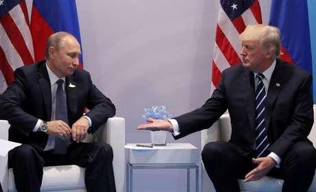 Putin e Trump em encontro do G20 em Hamburgo  7/7/2017     REUTERS/Carlos Barria