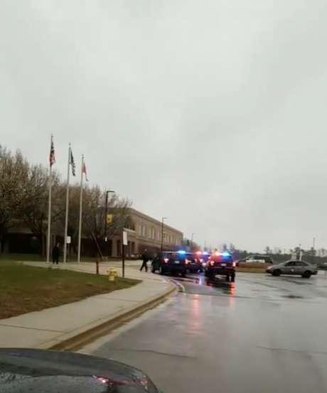 Polícia é acionada após relato de tiroteio em escola nos EUA
