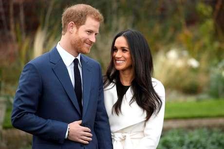 Príncipe Harry e Meghan Markle posam para fotos no Palácio de Kensington, em Londres 27/11/2017 REUTERS/Toby Melville