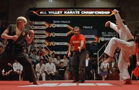 Cena clássica do Karate Kid de mais de três décadas atrás