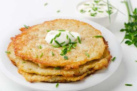 Panquecas de batata com cream cheese