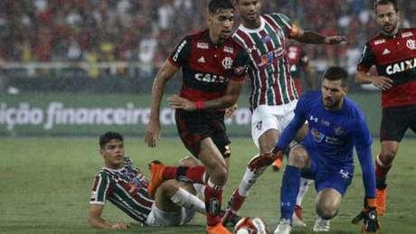 Lucas Paquetá foi um dos mais marcados no clássico (Reginaldo Pimenta / Raw Image)