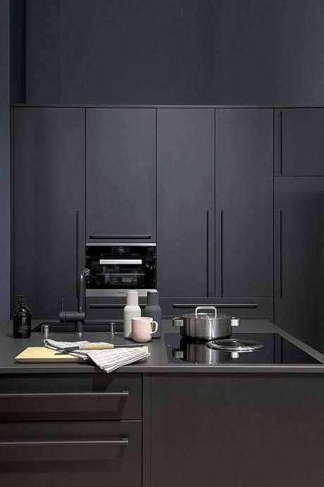 18. Cozinha planejada preta