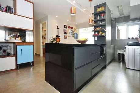 42. Decoração de cozinha planejada preta