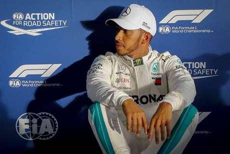 Hamilton supera Ferrari e largará na pole no GP da Austrália