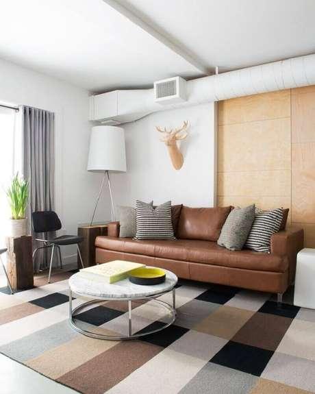 20. Almofadas para sofá marrom cinza e estampadas