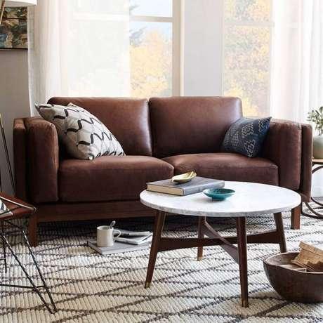 18. Estampas para almofadas de sofá marrom