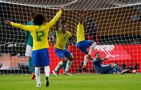 Tite admite grande disputa por posição no elenco titular da seleção brasileira