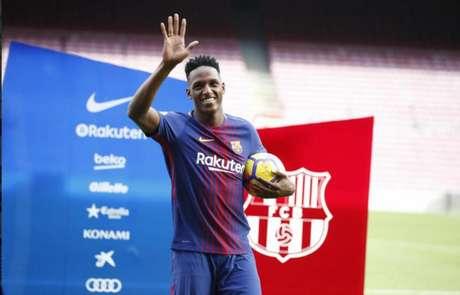 Barça admite que pode emprestar Mina; Sevilla, Valencia e Villarreal de olho