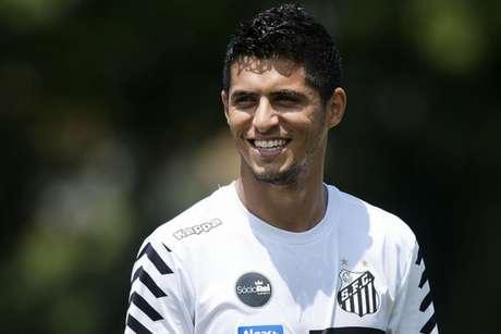 Daniel Guedes é o titular do Santos na lateral direita desde a lesão de Victor Ferraz (Foto: Ivan Storti/Santos)