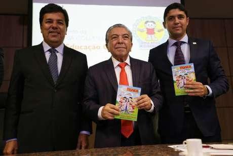 Os ministro Mendonça Filho (Educação) e Wagner Rosário (Transparência) e o desenhista Mauricio de Sousa lançam parceria para incentivar o ensino de ética e cidadania na rede pública