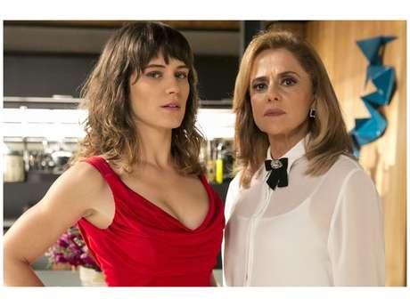 """Em """"O Outro Lado do Paraíso"""", Clara (Bianca Bin) e Sophia (Marieta Severo) trocam tapas e acusações!"""