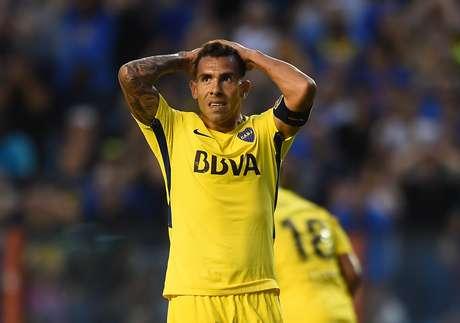 De acordo com jornal argentino, Tévez se machucou jogando bola na prisão