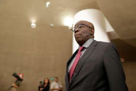 Joaquim Barbosa chegando em sessão do Tribunal Eleitoral em Brasília, Brasil