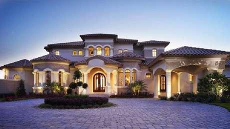 31. Casa de rico com linda fachada.