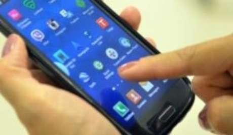 Número de linhas de telefone móvel caiu 0,24% em fevereiro deste ano
