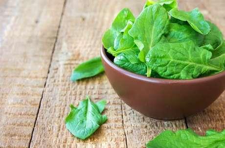 Alimentos ricos em proteína, cálcio e ferro: espinafre é rico em cálcio e ferro