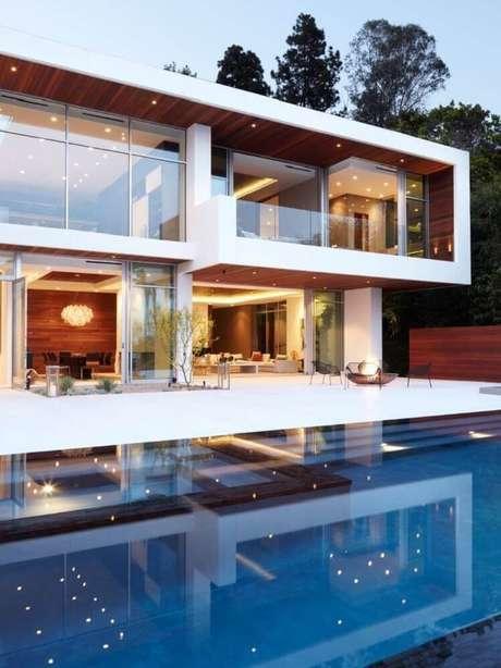 29. Fundo de casa de rico com arquitetura moderna e grande piscina