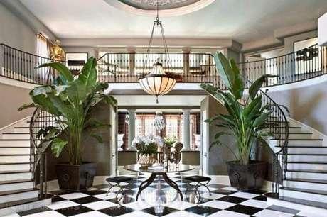 10. Hall de mansão de luxo