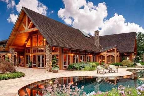 3. Fotos de mansão com fachada de madeira e vidro