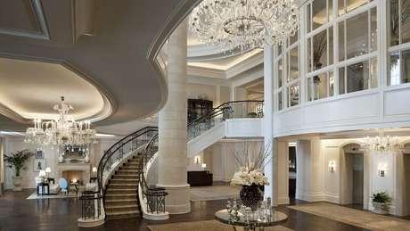 43. Linda projeto de mansão de luxo