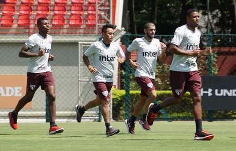 Cueva realizou trabalhos físicos com quem foi titular na derrota de quarta-feira (Angelo Martins/saopaulofc.net)