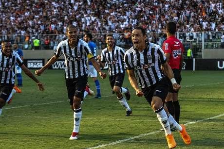 Ricardo Oliveira comemora o seu gol, durante jogo entre Atlético-MG e Cruzeiro, válido pela primeira partida da final do campeonato Mineiro, no Independência
