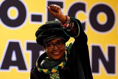 Morre Winnie Mandela, ex-esposa de Nelson Mandela (imprensa) — África do Sul
