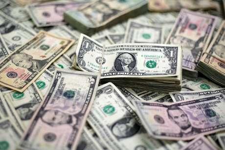 Notas de dólar  13/02/2018 REUTERS/Jose Luis Gonzalez/Illustration