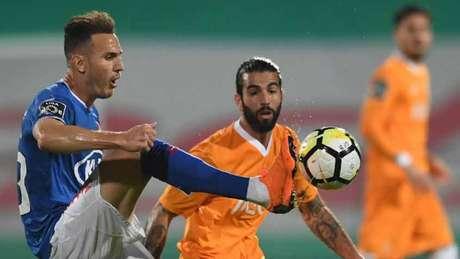 O Belenenses, que jogou de azul, surpreendeu e bateu o Porto por 2 a 0 (Foto: AFP)