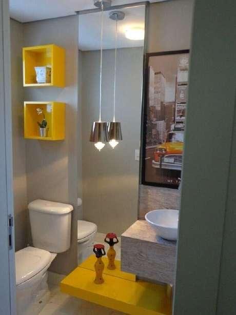 9. Em um banheiro com cores neutras, utilize modelos de nicho para banheiro com cores fortes e vibrante.
