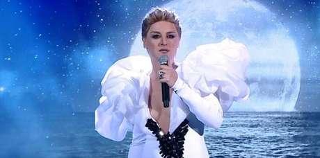 Alessandra Maestrini surpreendeu ao viver Céline Dion e cantar o tema de 'Titanic'