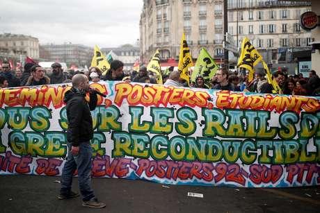 Funcionários da estatal ferroviária francesa SNCF participam de protesto em Paris 03/04/2018 REUTERS/Benoit Tessier