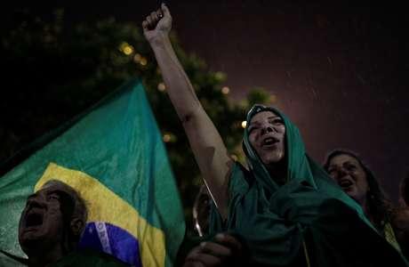 Manifestantes defendem prisão de Lula em protesto no Rio de Janeiro  3/4/2018   REUTERS/Ricardo Moraes