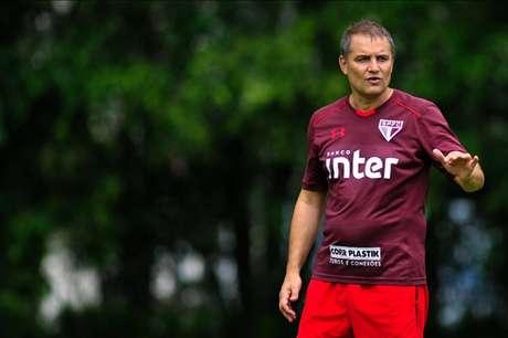 Treinador uruguaio vai para seu quinto jogo no comando do São Paulo (Foto: Maurício Rummens/Fotoarena/Lancepress!)